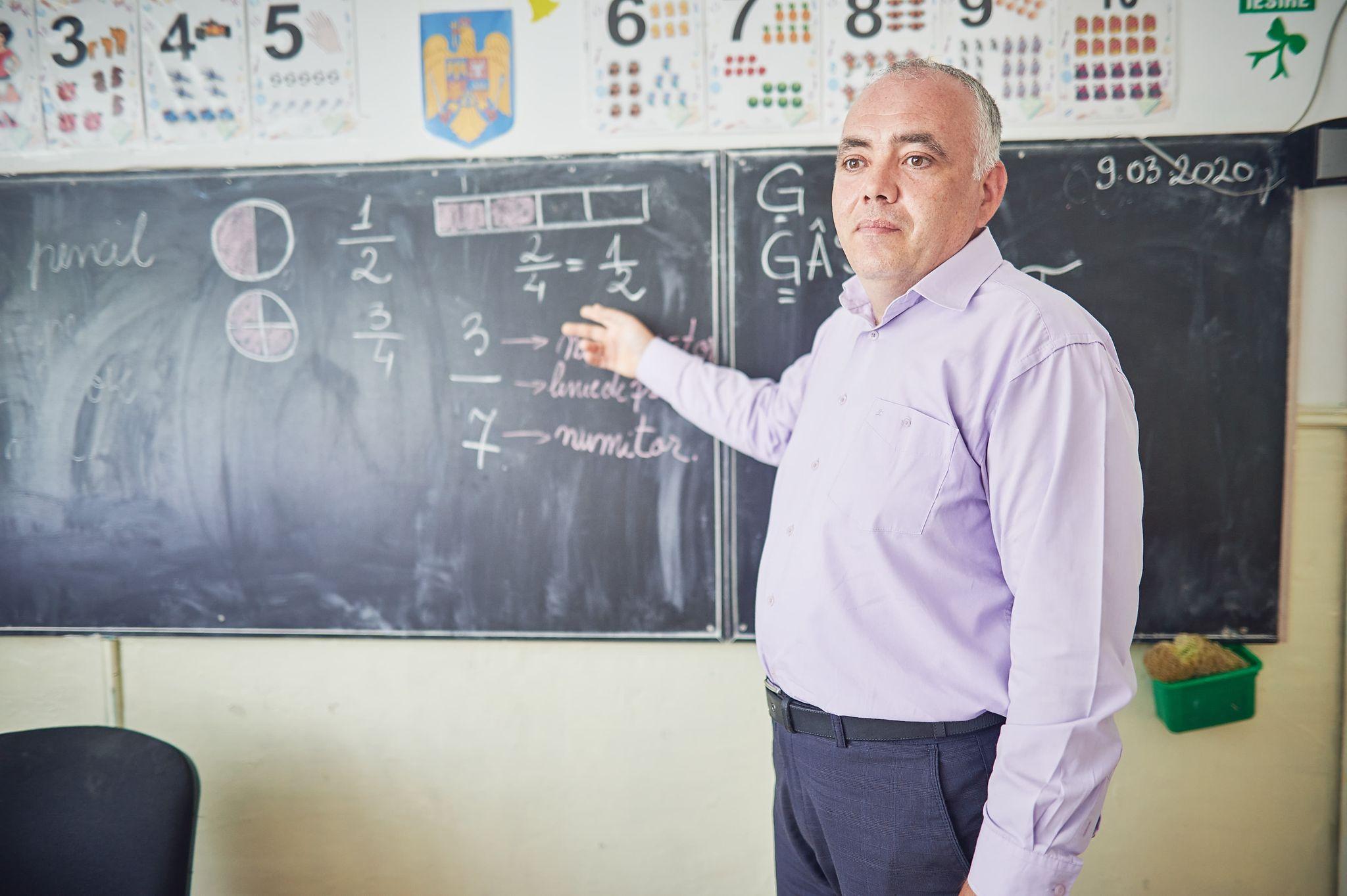 (P) World Vision România face cronologia unui an de la prima zi de şcoală online