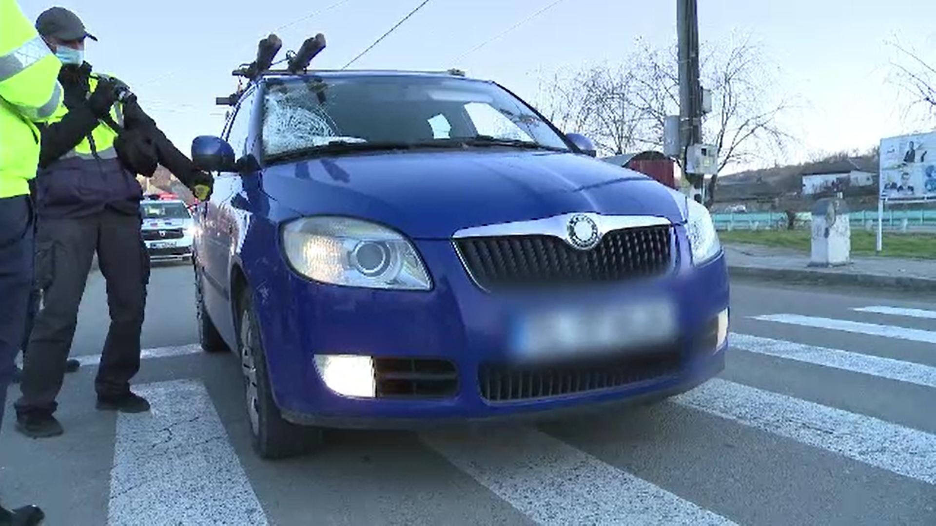 Un bărbat din Tulcea, care era în stare de ebrietate, a intrat într-o mașină care circula regulamentar