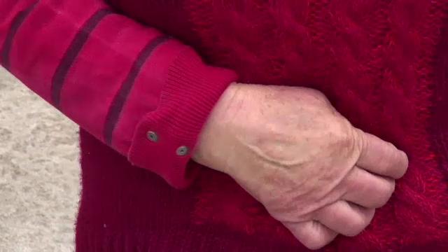 Un bărbat din Neamţ a vrut să jefuiască o bătrână. Şocant ce i-a făcut când a văzut că are doar 7 lei