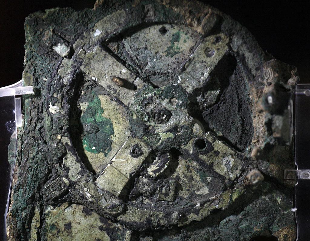 Cercetătorii cred că au rezolvat enigma Mecanismului de la Antikythera, considerat primul calculator analogic