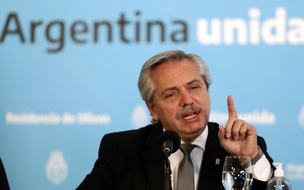 Președintele argentinian, atacat cu pietre de mulțimea furioasă. Care este motivul nemulțumirilor