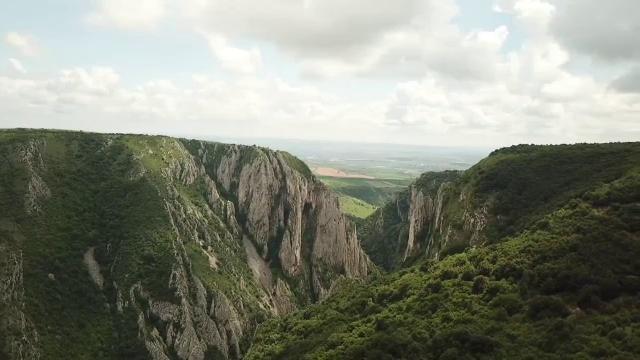 Relaxare și răsfăț în inima Transilvaniei. Cât costă o noapte de cazarea la Cheile Turzii