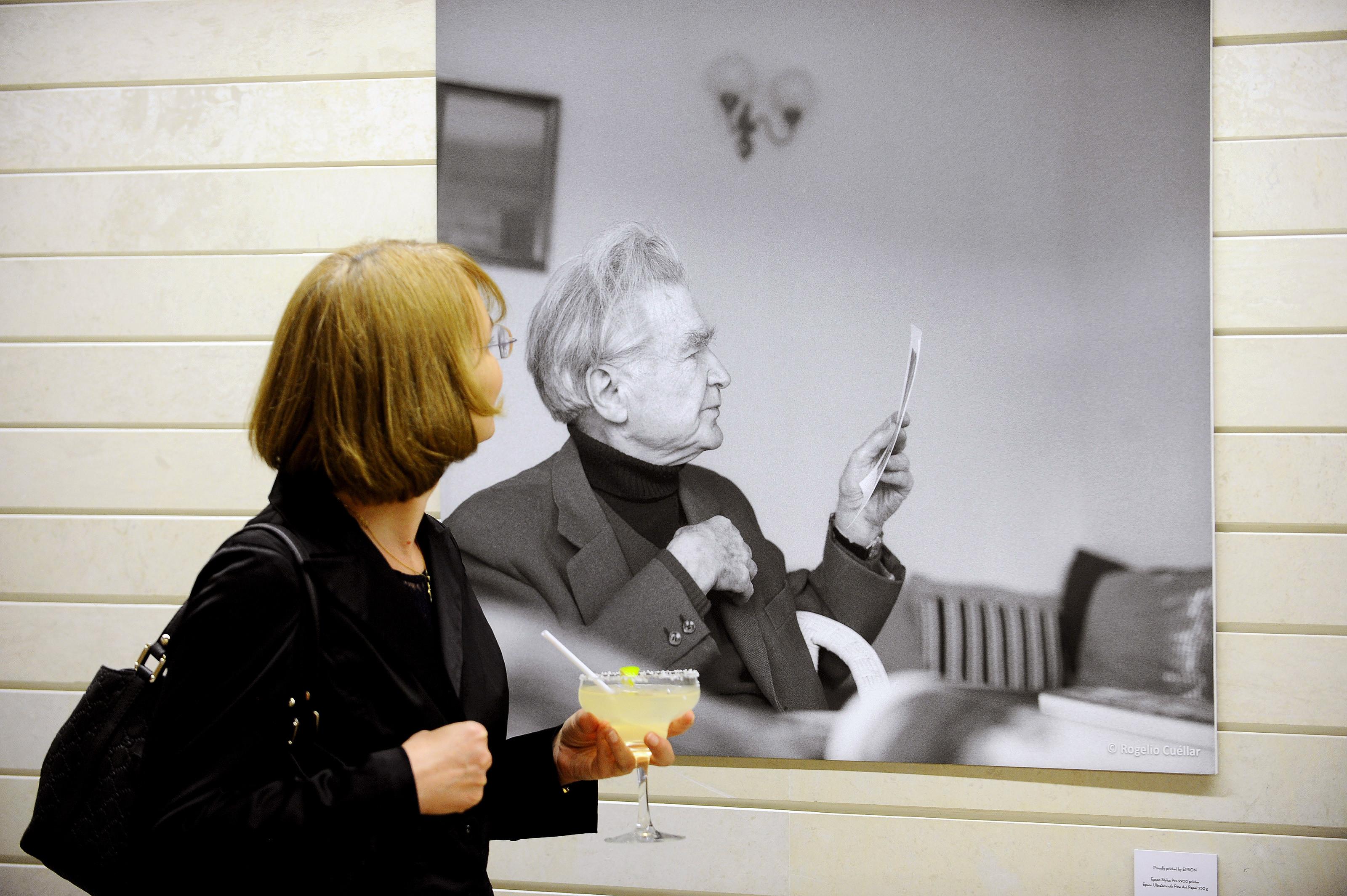 Filosoful Emil Cioran, personaj de benzi desenate la Paris. Cum este înfățișat de autor