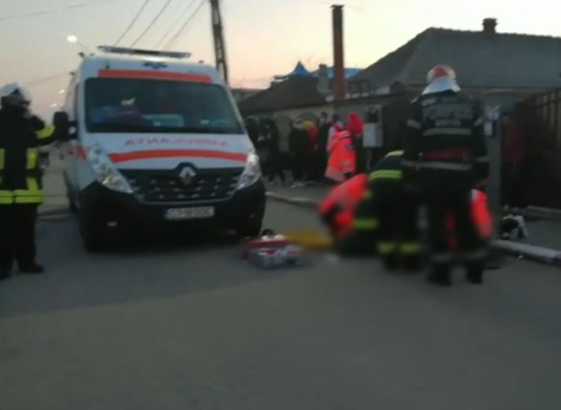 Un copil a murit zdrobit iar altul a fost grav rănit la Costinești, după ce s-au urcat pe ţevi