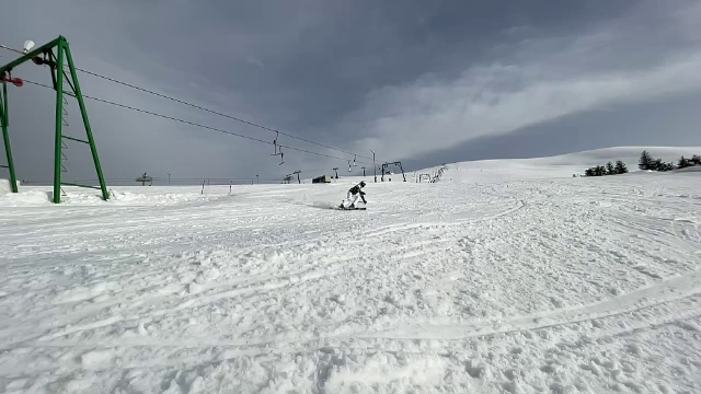 Stațiunea Straja, un colț de Rai pentru iubitorii sporturilor de iarnă, plină de turiști în weekend