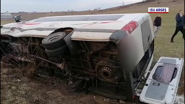 Accident cu cinci victime în județul Argeș. Un șofer de 52 de ani a răsturnat un microbuz