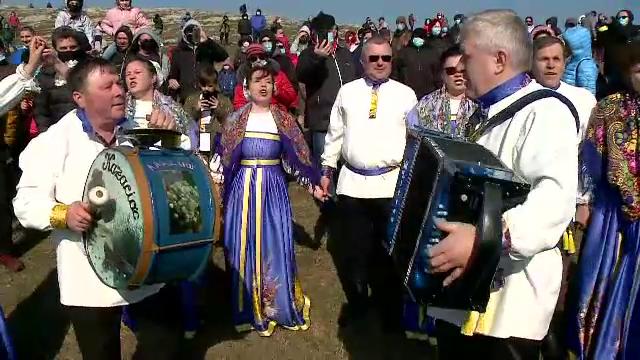 Cum au sărbătorit rușii lipoveni ziua dinaintea celui mai aspru post din an. Vor să împartă maslenița cu turiștii