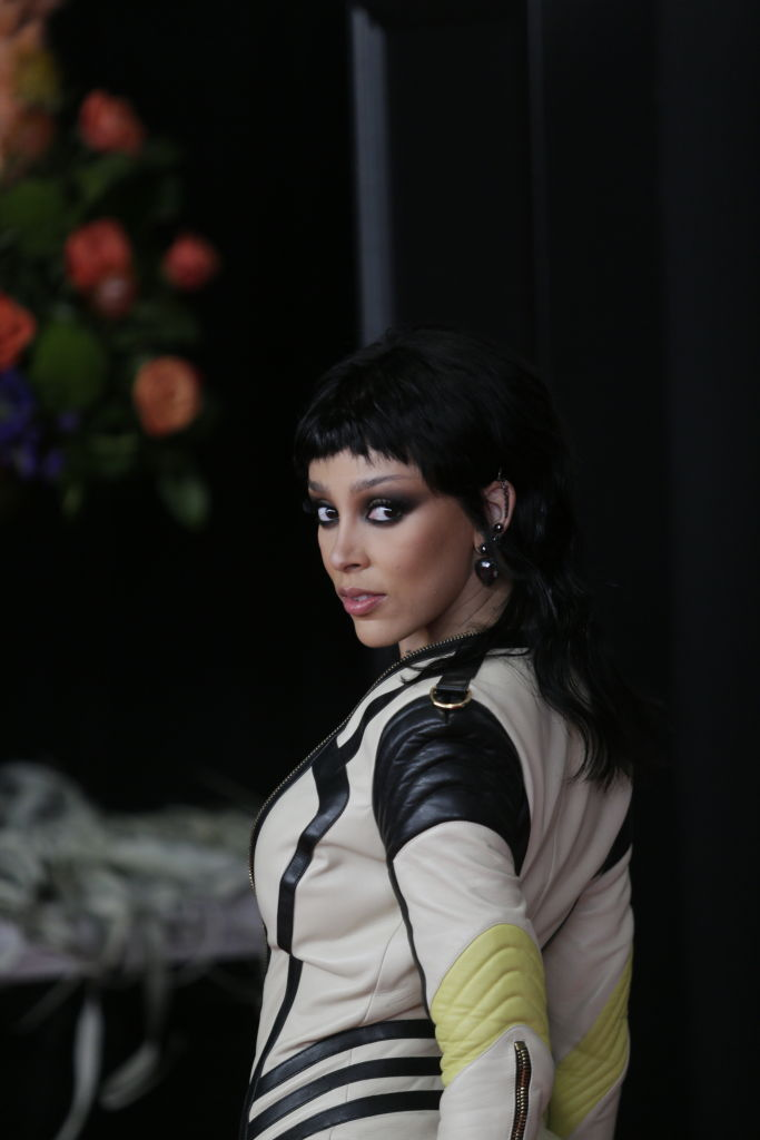Premiile Grammy 2021. Cântăreaţa care s-a afişat cu un decolteu incredibil. GALERIE FOTO