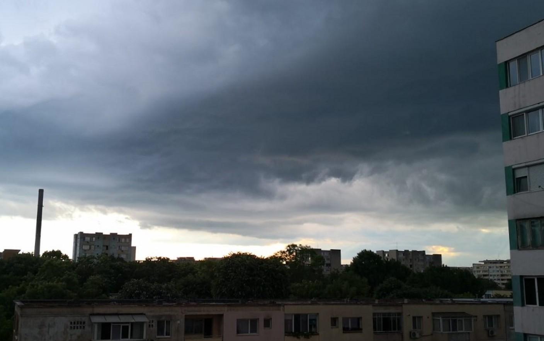 Vremea se răcește în toată țara. Va ninge în Bucovina și în centrul țării