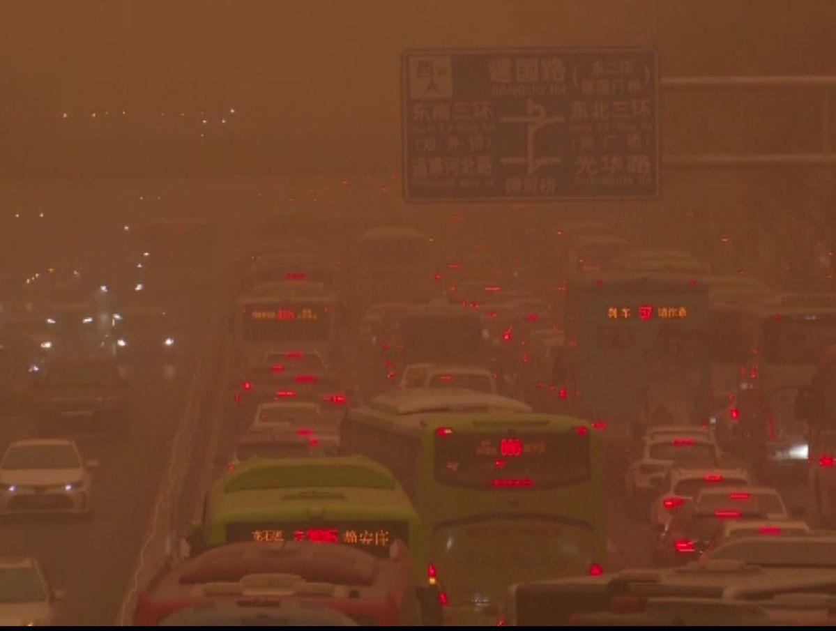 """""""Apocalipsa în China"""". Țara asiatică a fost lovită de o furtună uriașă de nisip"""