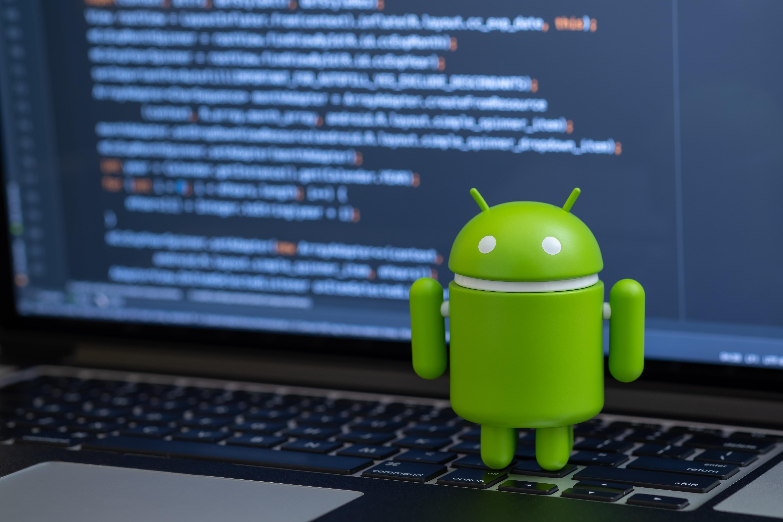 O treime din smartphone-urile cu Android sunt afectate de o vulnerabilitate care le expune funcţiile de bază