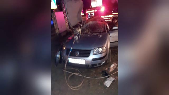 Accident grav în județul Cluj. O femeie a pierdut controlul volanului și a intrat cu mașina într-un panou electric