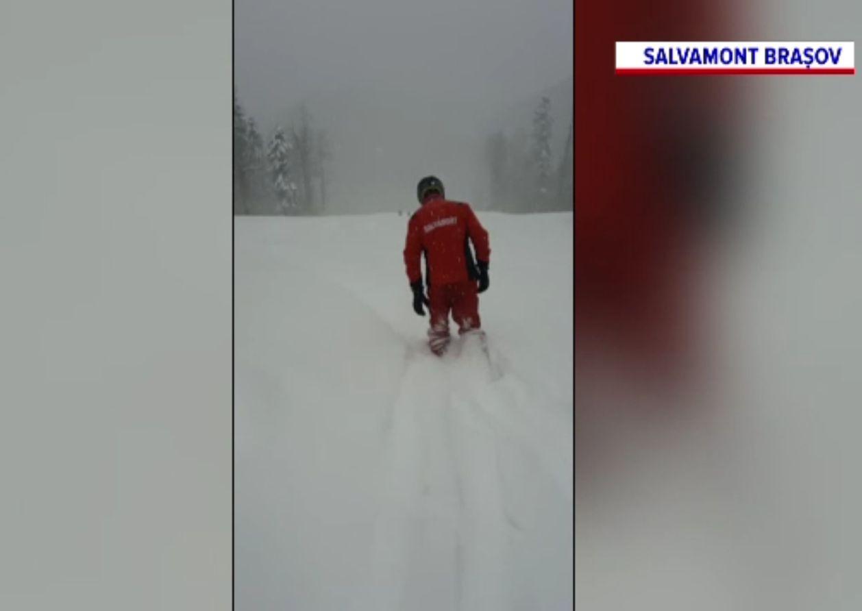 Doi turiști înzăpeziți, salvați de salvamontiști în masivul Postăvaru. Unul se accidentase