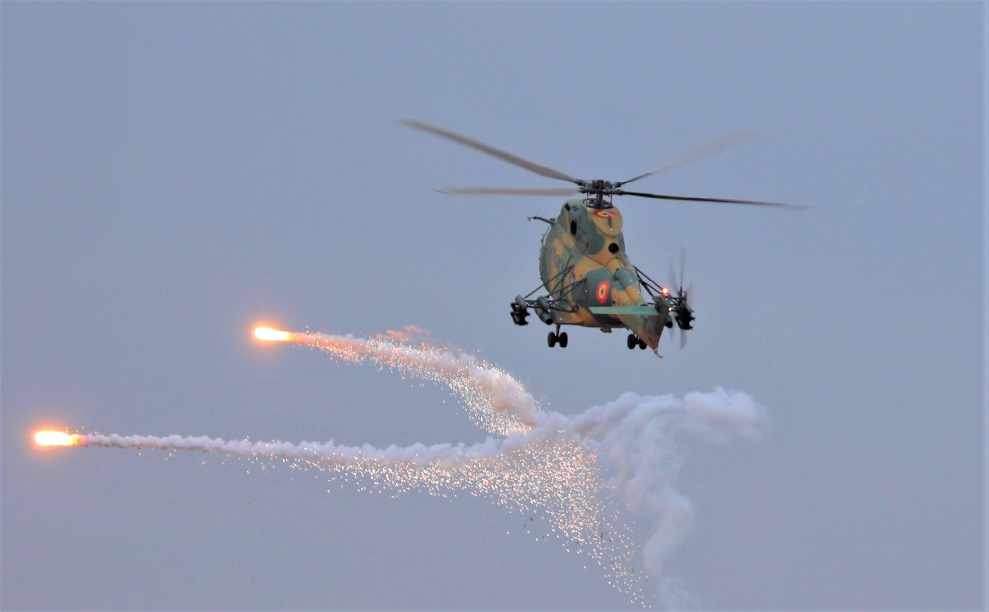 Premieră la Capu Midia. Un elicopter a tras cu o rachetă de tip Spike asupra unei ţinte navale