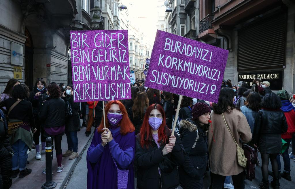 Turcia se retrage din Convenţia privind prevenirea şi combaterea violenţei împotriva femeilor