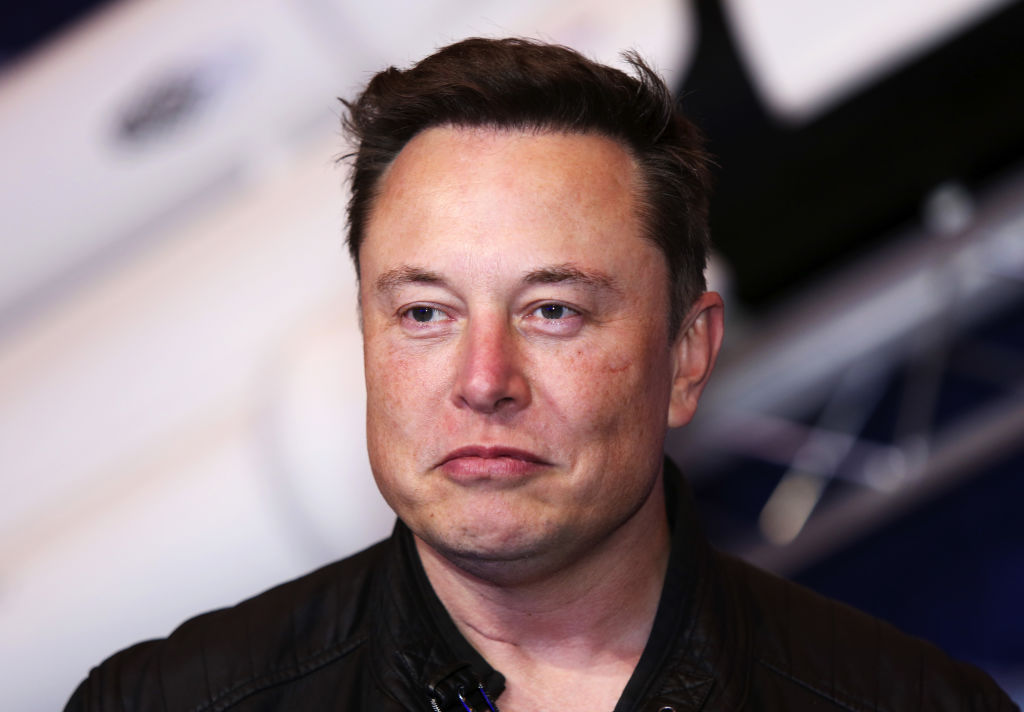 Armata chineză a interzis accesul mașinilor Tesla în complexele sale. Reacția lui Elon Musk