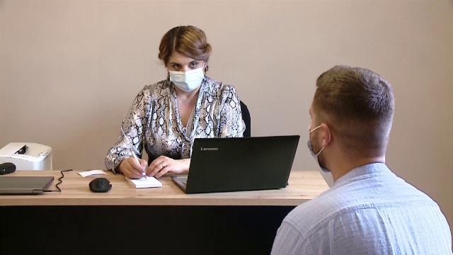Cererea de consiliere psihiatrică a crescut cu 42% în pandemie, dar serviciile de sănătate mintală au suferit întreruperi