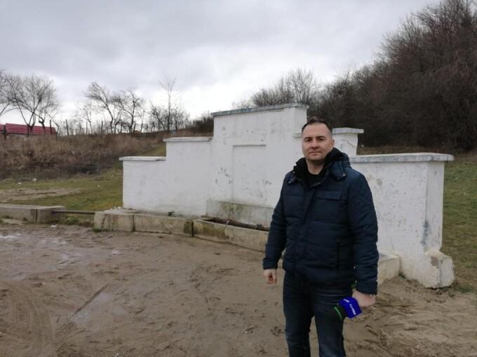 """Jurnalistul Rareș Năstase: """"Este ireal ce se întâmplă în România: îngropatul gunoiului"""""""