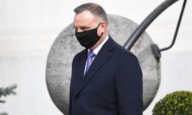 Un popular scriitor polonez riscă 3 ani de închisoare pentru că l-a jignit pe preşedintele Duda