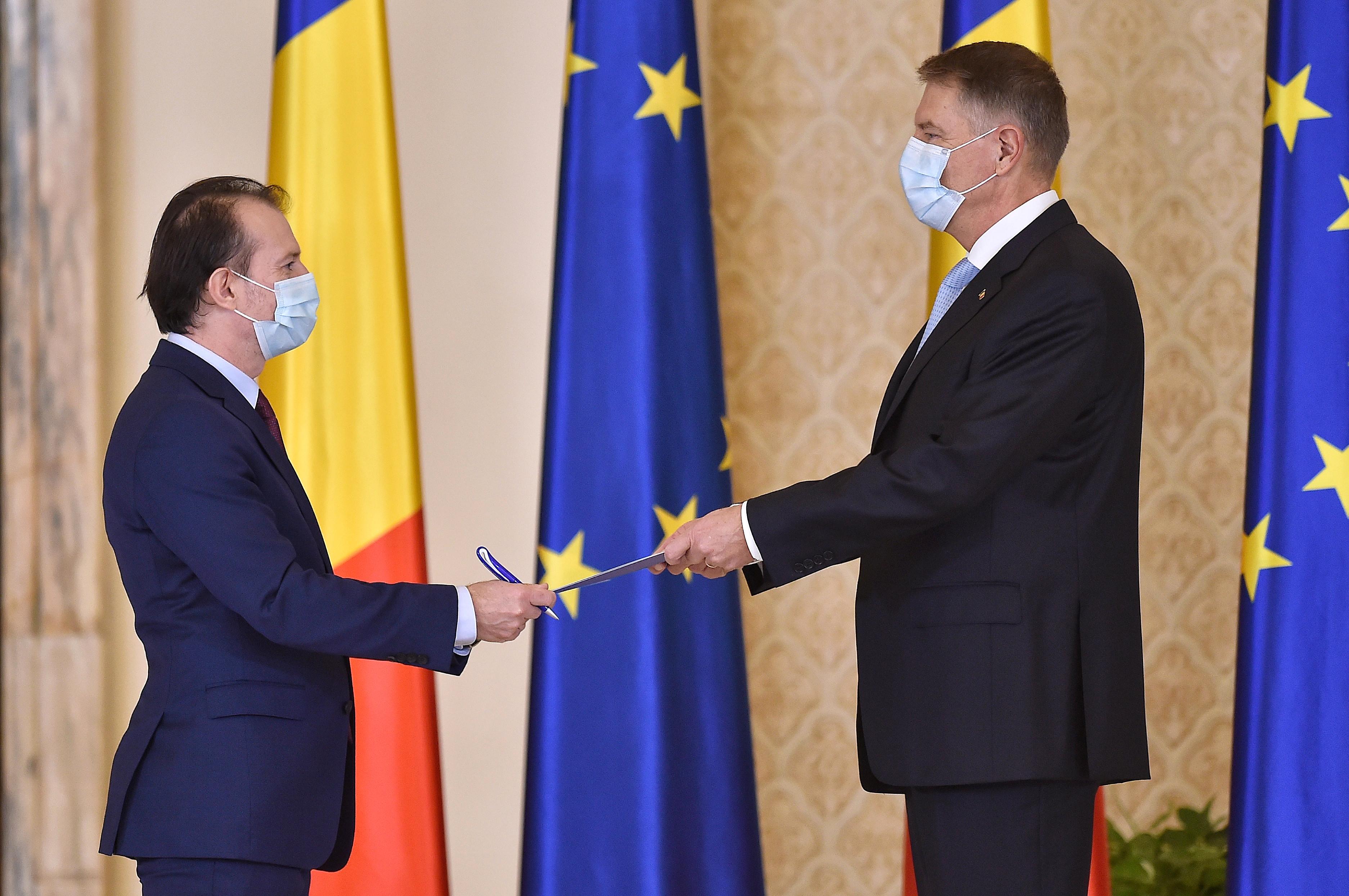 Criză politică. Iohannis a semnat decretele pentru desemnarea miniştrilor interimari