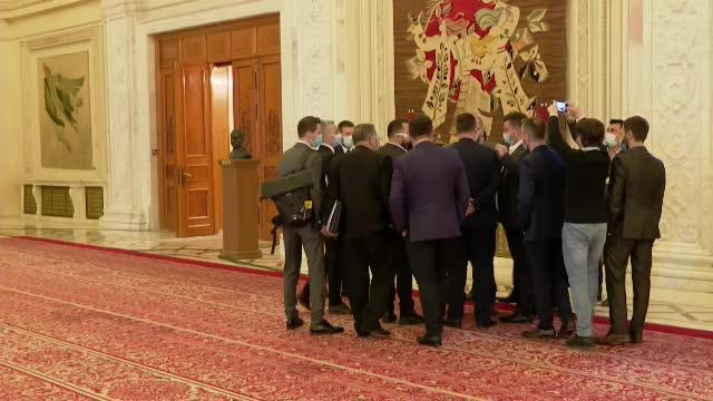 """VIDEO. Doi deputați, gata să se bată în Parlament: """"Te bag în ... Ești un zero barat!"""""""