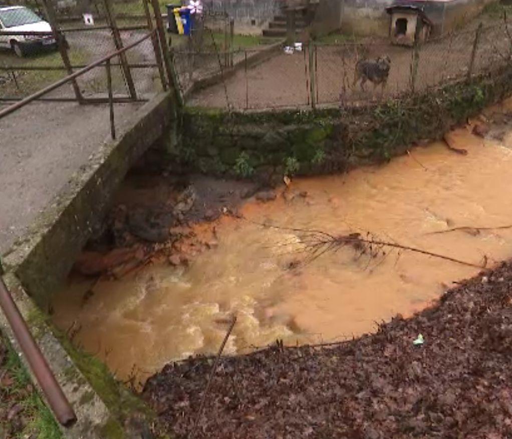 Minele părăsite din Maramureş care otrăvesc apele şi solul. Râurile sunt roșii și nimic nu crește