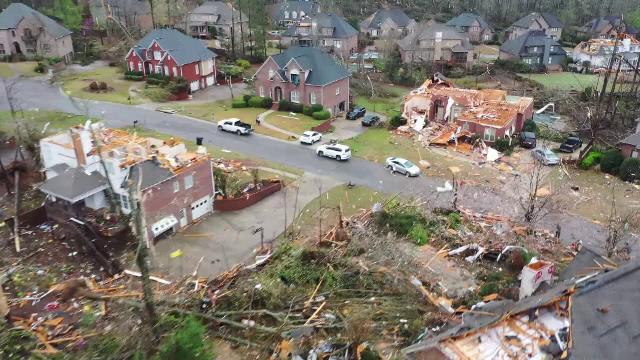 Statul american Alabama, lovit de 14 tornade. Cel puțin 5 oameni au murit