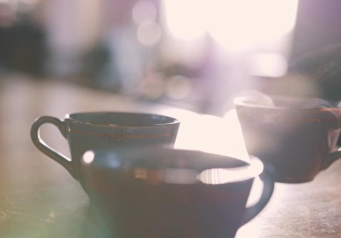 Românii cumpără tot mai multă cafea scumpă, espressoare şi râşniţe performante