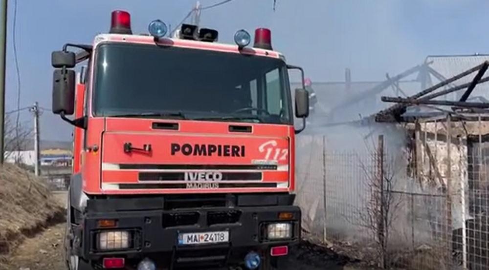 Incendiu devastator în Cluj. O casă a fost distrusă în totalitate