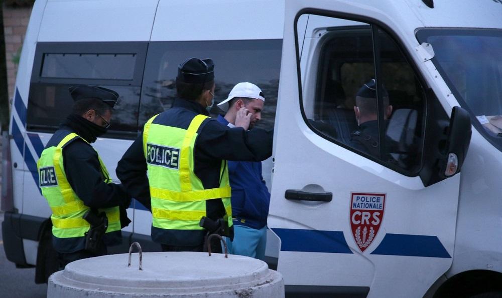 Zeci de români au încercat să intre în Franța cu teste de Covid-19 false