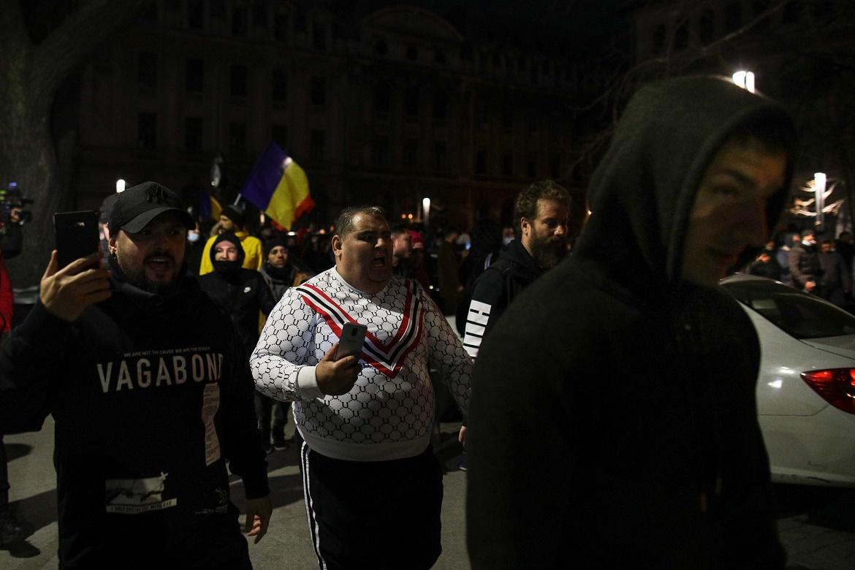 Proteste fără mască în toată ţara împotriva noilor restricţii. Jandarmii nu au intervenit ca pe 10 august