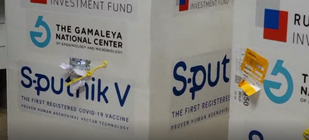 Unii români merg în Rusia să se vaccineaze cu Sputnik V, deși serul nu este autorizat în UE