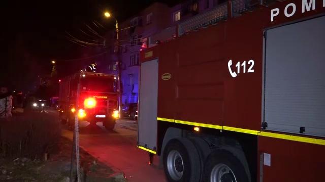 Incendiu într-un bloc din Câmpulung Muscel. Un bărbat beat a adormit în timp ce își pregătea cina