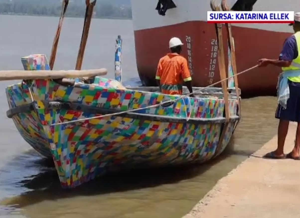 Misiune ecologistă pe Lacul Victoria, cu o barcă din plastic reciclat. Care este mesajul transmis