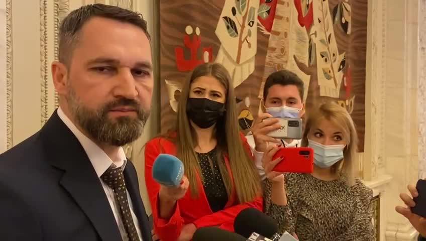 """Un deputat ex-AUR sfidează legea în Parlament. Nu poartă mască: Covid-19 """"e o răceală"""""""