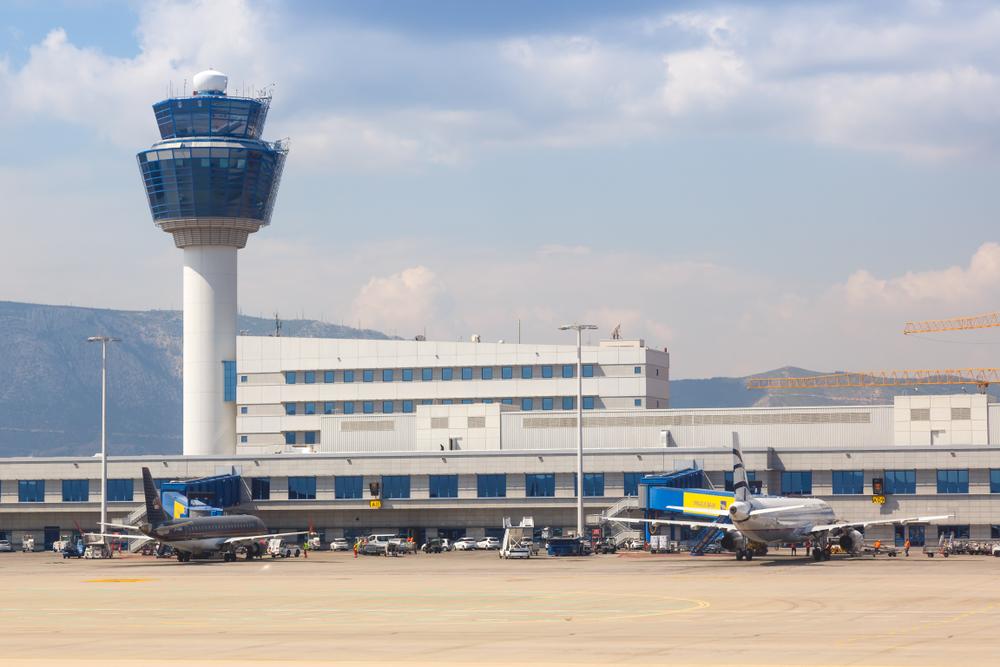 Nouă bărbați s-au prezentat ca fiind voleibaliști români, pe aeroportul din Atena. Cine erau, de fapt