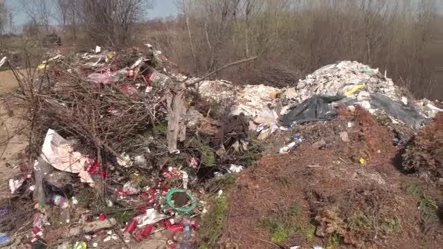 Mii de tone de gunoaie sunt purtate de râurile din țară. Garda de Mediu nu sperie pe nimeni cu amenzile