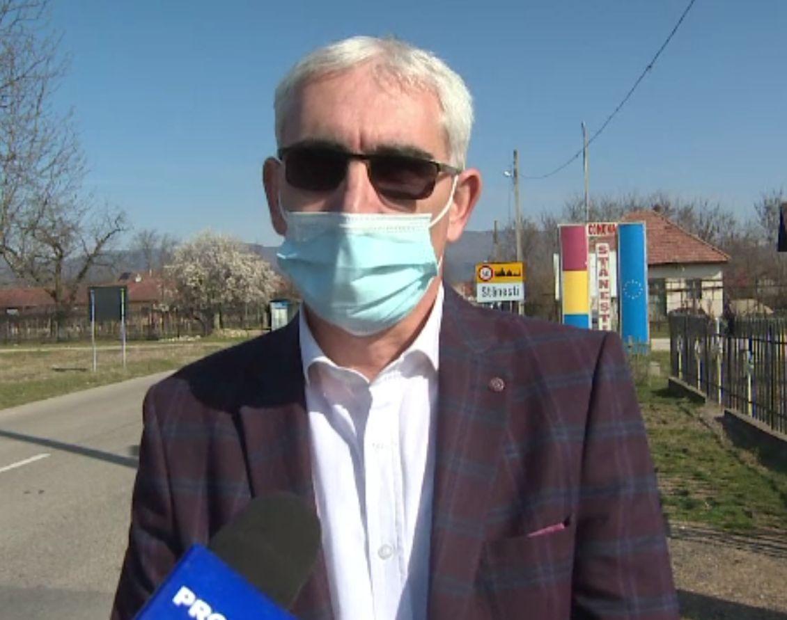 Un primar din Gorj s-a trezit că angajaţii au salarii peste maximul legal.