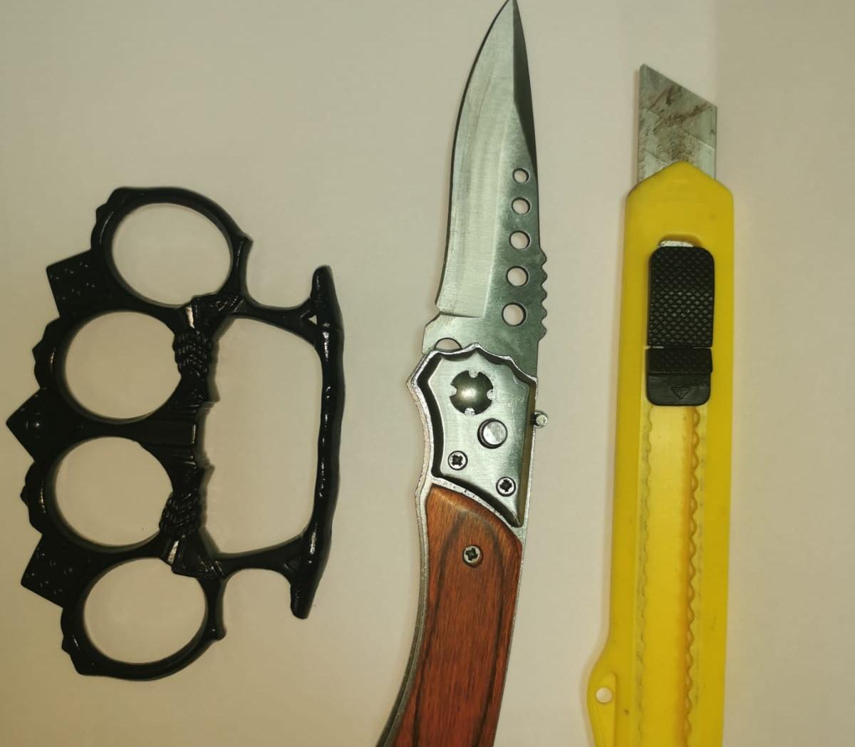 FOTO. Ce au găsit jandarmii la protestatarii din Galați: cuțite și arme de luptă corp la corp