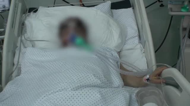 """Al treilea val al pandemiei a umplut spitalele de tineri. Medic ATI: """"Fraţilor, să ne trezim"""""""