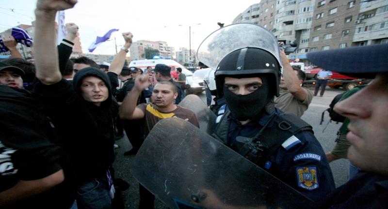 Protestatarii din Codlea au blocat DN1. Boc sustine reforma din sanatate