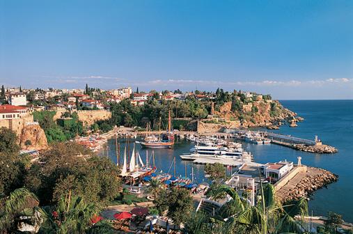 Doi turisti romani, raniti usor in urma exploziei de langa Antalya