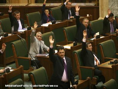 Legea pensiilor va fi dezbatuta din nou de senatori in noiembrie