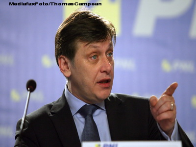 Antonescu: Basescu risca suspendarea daca promulga Legea educatiei