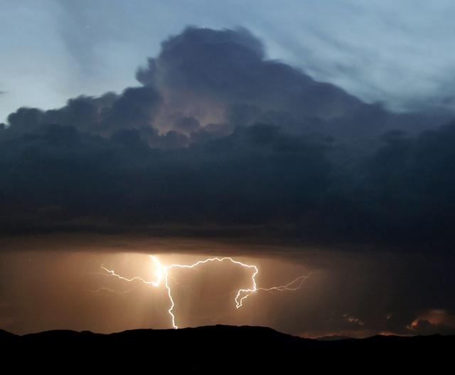 Ardealul a fost maturat de furtuni. O femeie a murit la Sibiu