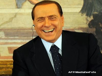 Papi Silvio si-a facut din nou operatie estetica. Si-a restaurat zambetul