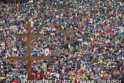 500.000 de romano-catolici s-au strans l-a Sumuleu Ciuc, pentru Rusalii. Vor parcurge Drumul Crucii
