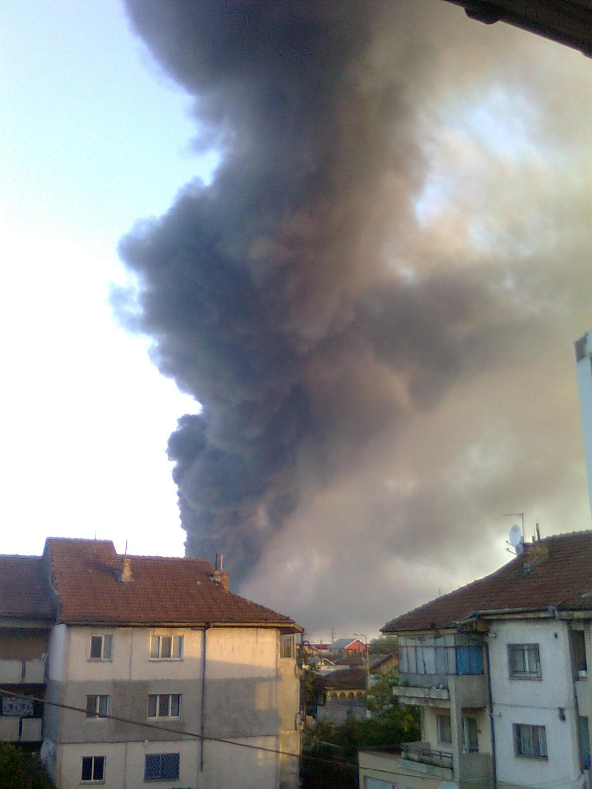 Un pompier a murit in incendiul de la Dragonul Rosu. Alti 8, la spital