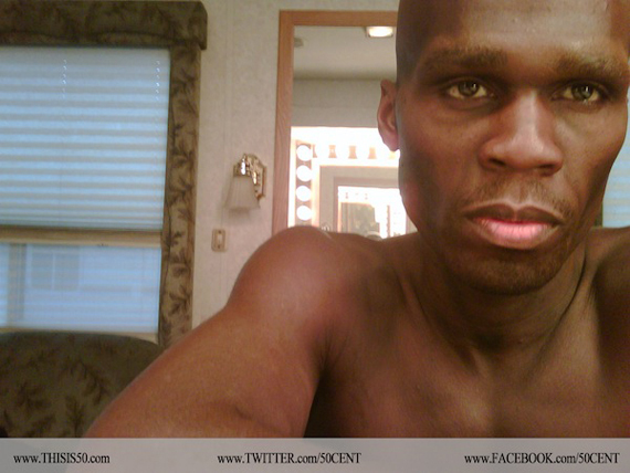 A fost gasit impuscat in cap in fata locuintei din Bronx. 50 Cent, in stare de soc