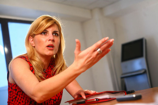 Elena Udrea a inceput curatenia la PDL Bucuresti. Cu paianjenii